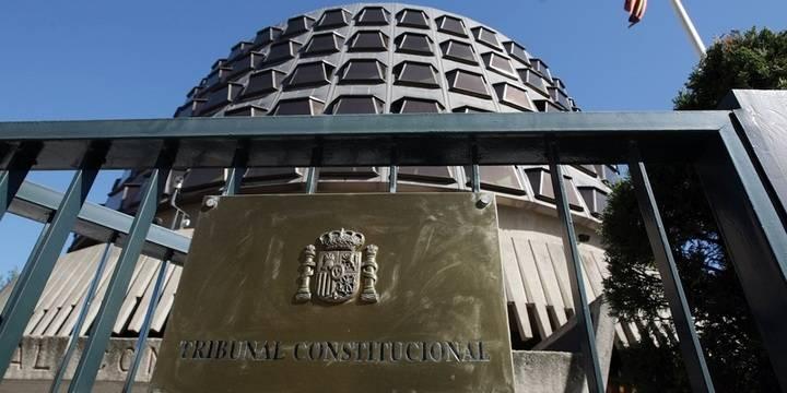 Espaldarazo del Tribunal Constitucional a Cospedal por la reducción salarial e incremento de la jornada laboral de los funcionarios